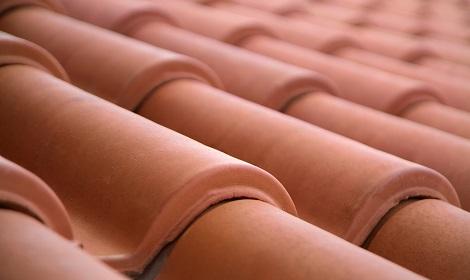 rode dakpannen lekkage schoorsteen
